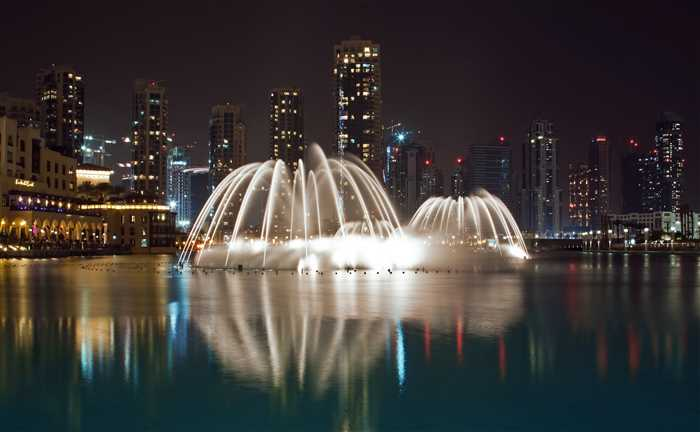 Dubai Fountain Show - Best places or attractions to visit in Dubai