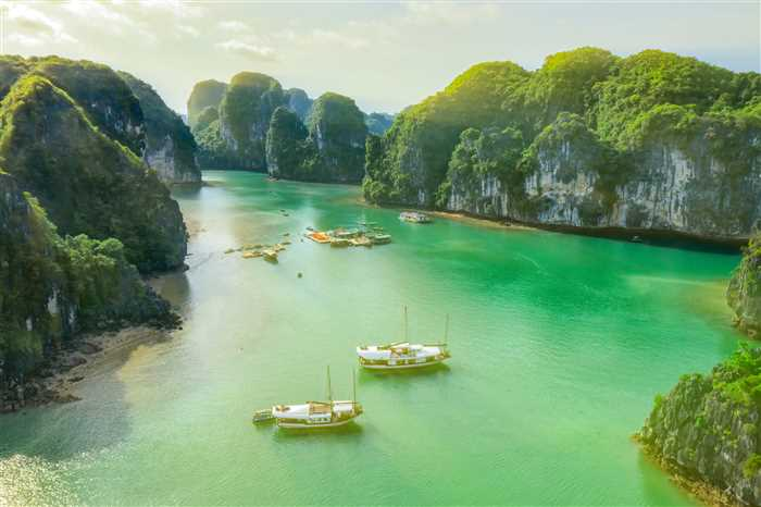 Vung Vieng floating fishing village and rock island, Halong Bay, Vietnam. UNESCO World Heritage Site.