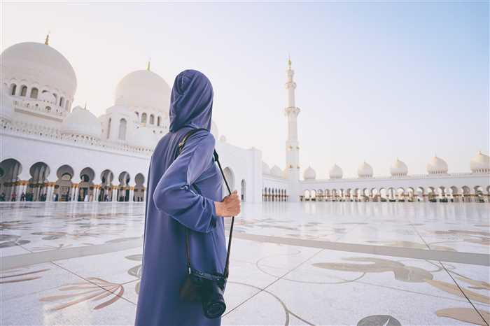 Grand Mosque, famous Abu Dhabi sightseeing Tour