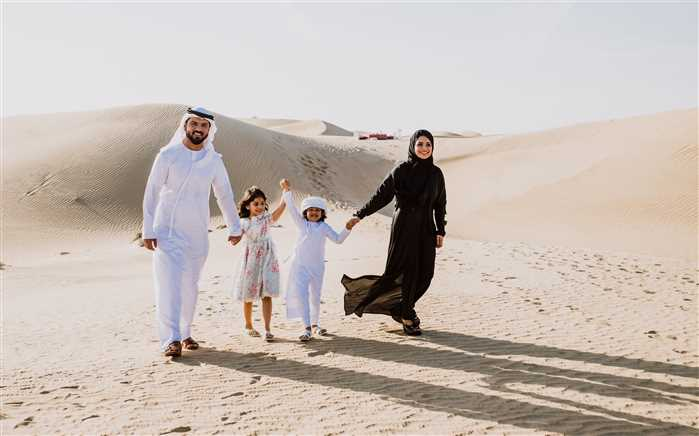 Dubai Happy family in the desert
