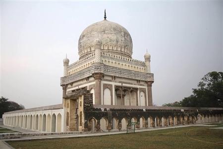 Half day Hyderabad tour to magical Golkonda fort & Qutub Shahi tombs