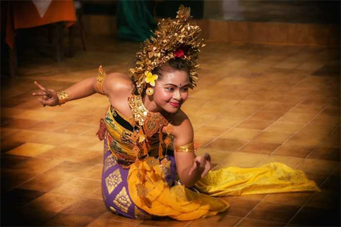Bali Dance Holiday Package , Best Of Bali And Singapore