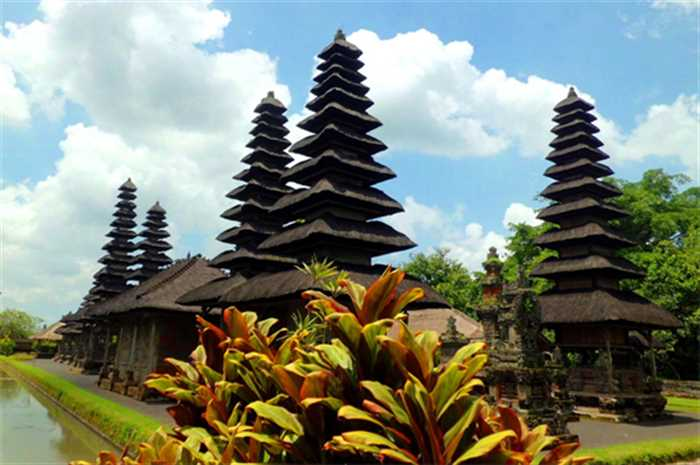 Pura Taman Ayun Bali Holiday Package , Best Of Bali And Singapore