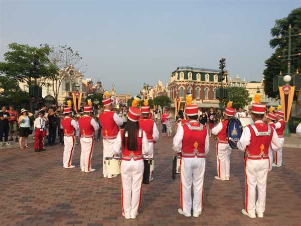 A band playing inside Disneyland Park
